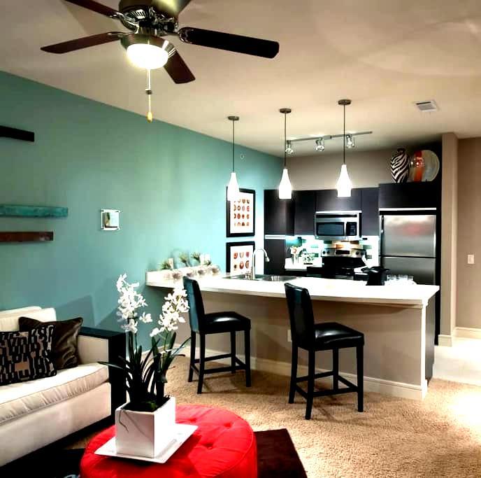 Fully Furnished Luxury 1 BedR. Apt. - Addison - Apartamento