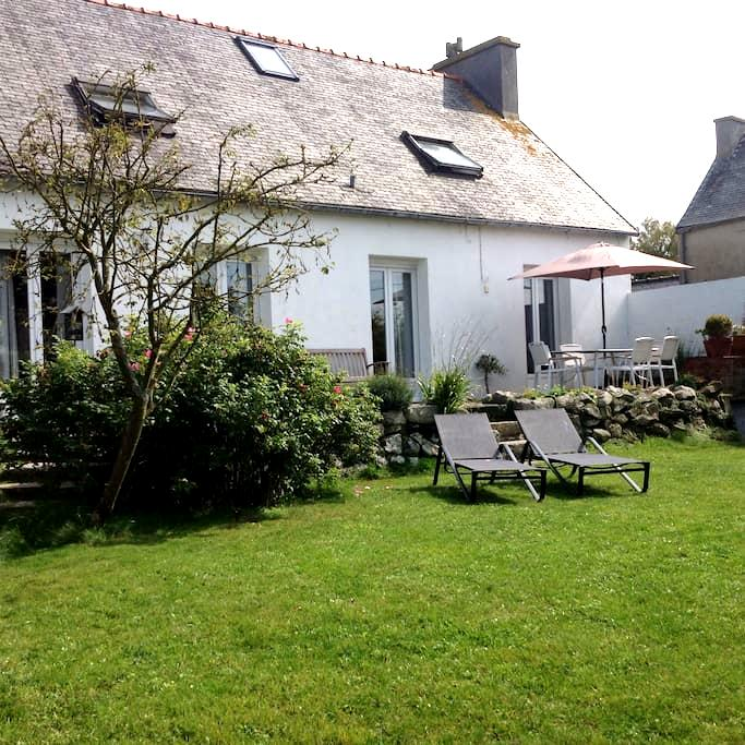 Charming seaside house, 6 people - Guissény - Hus