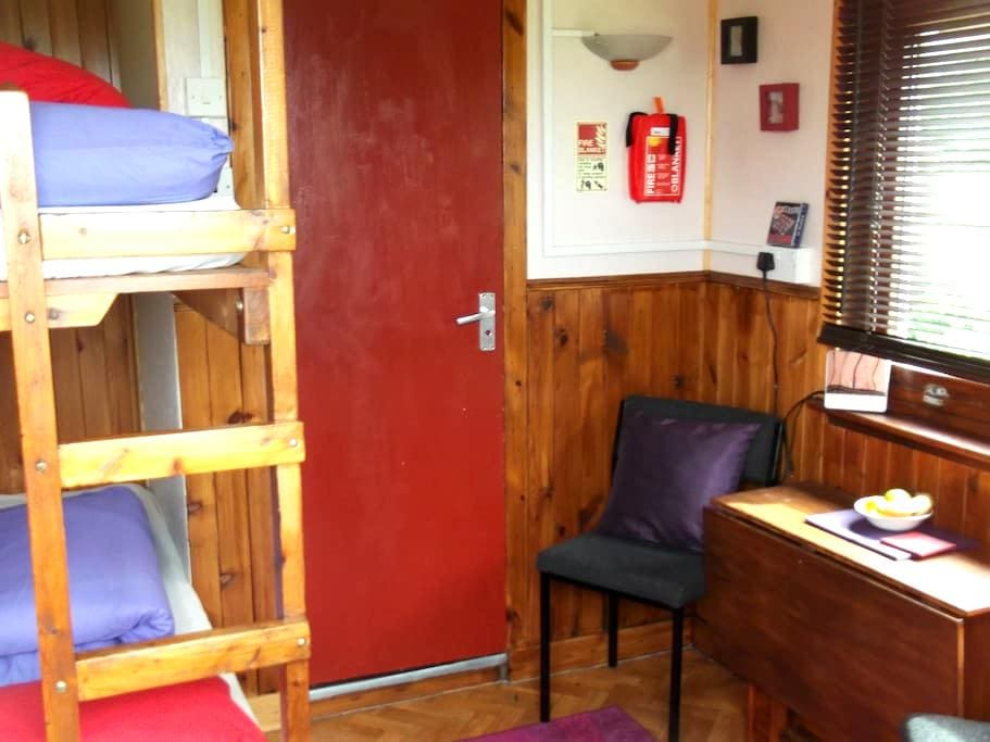 Cabin - with Stable door - Carbost - Blockhütte