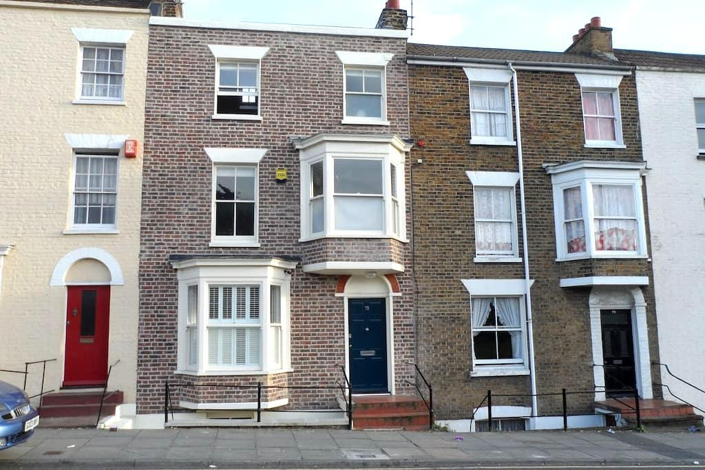 Georgian home in central Margate – great location - Margate - House