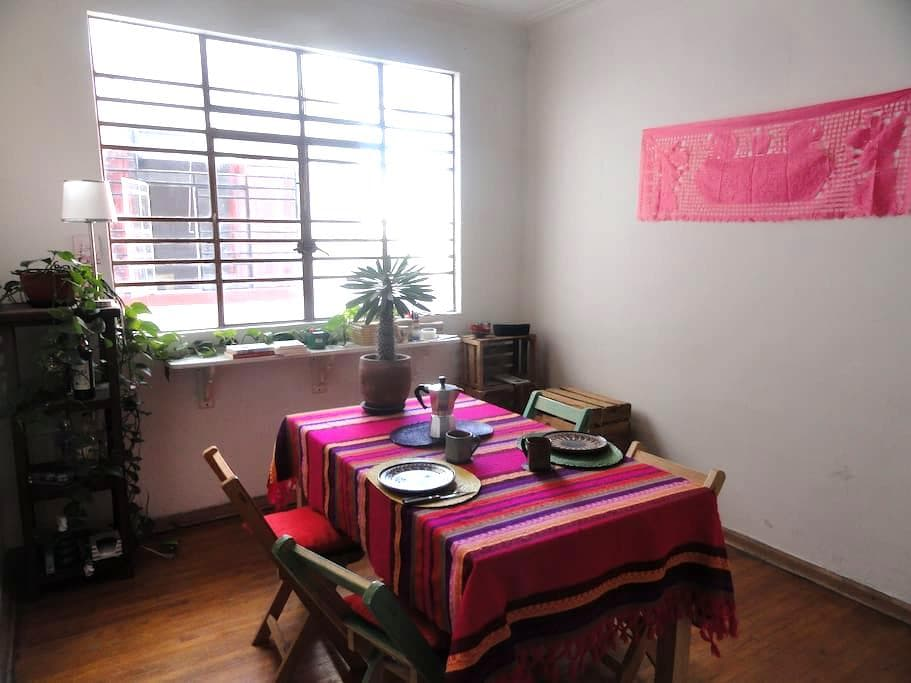 Room in a traditional 50's apartment - Juárez