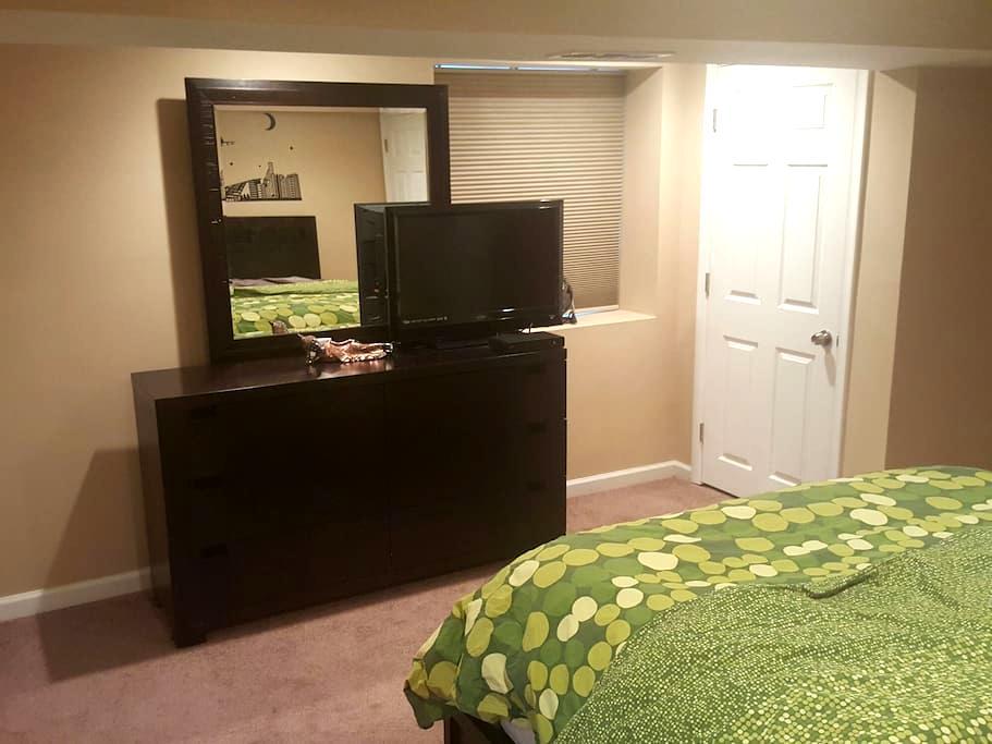 Cozy Private Studio Apartment - Parkville