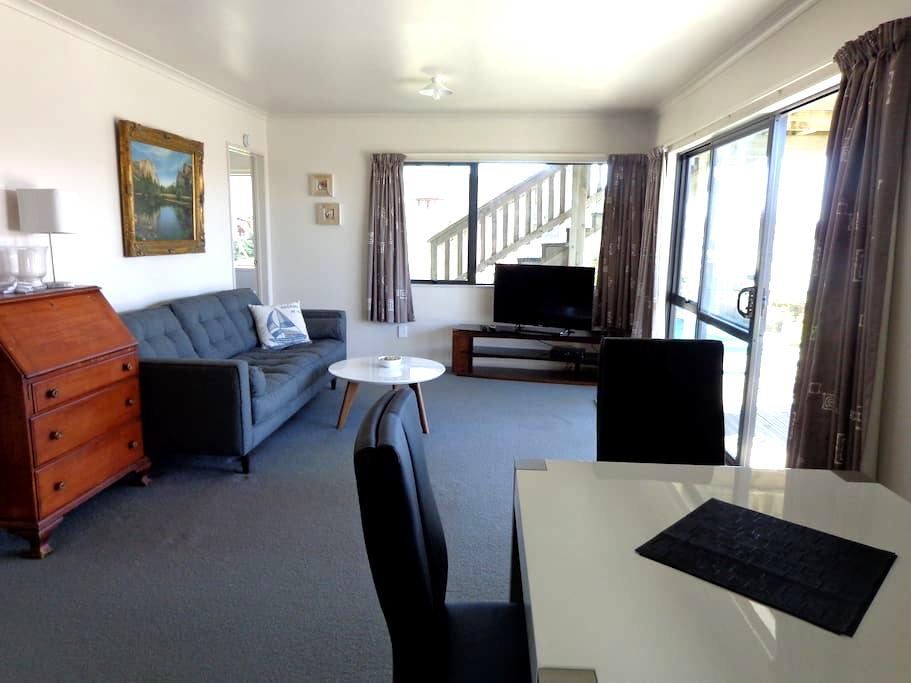 Modern Ohope Beach Apartment - Ohope - Daire