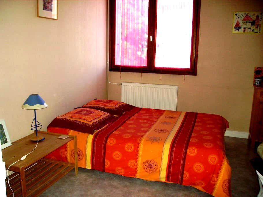 Chambre privée dans grand appartement de 100m2 - La Roche-sur-Yon - Lägenhet