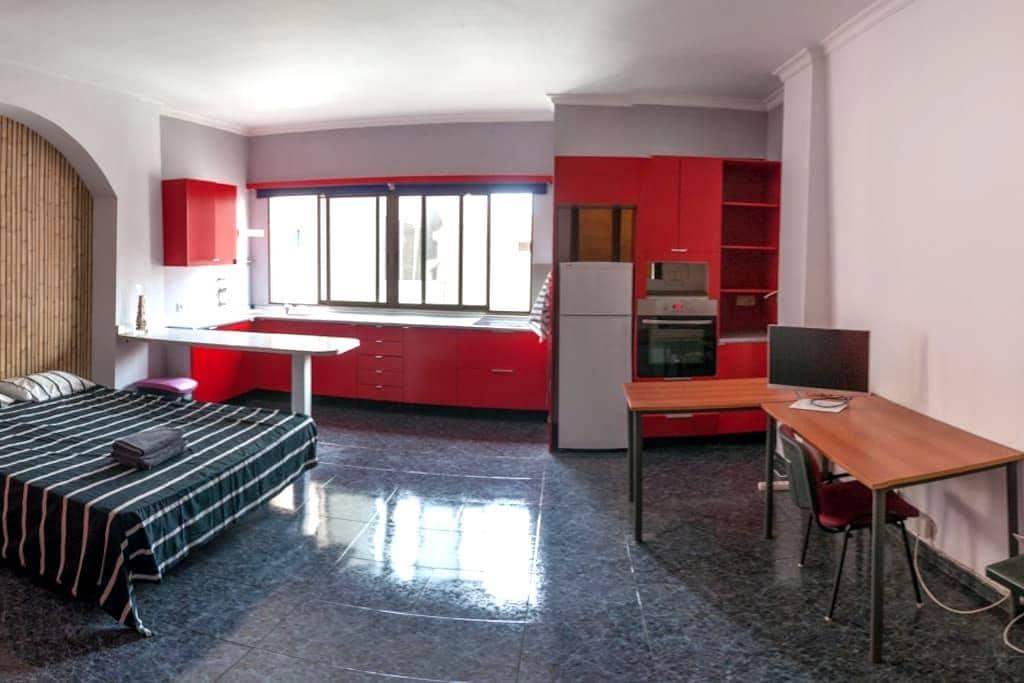 Double room with kitchen en suite and common patio - Las Palmas de Gran Canaria - House