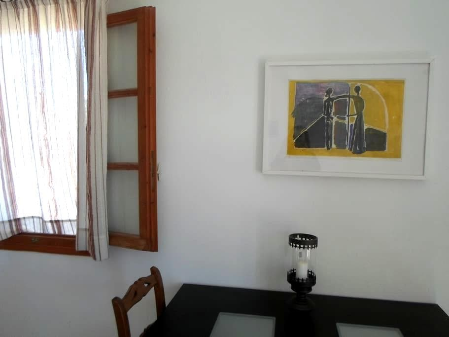 Apartment 5 minutes from the beach - Kamari - Apartment
