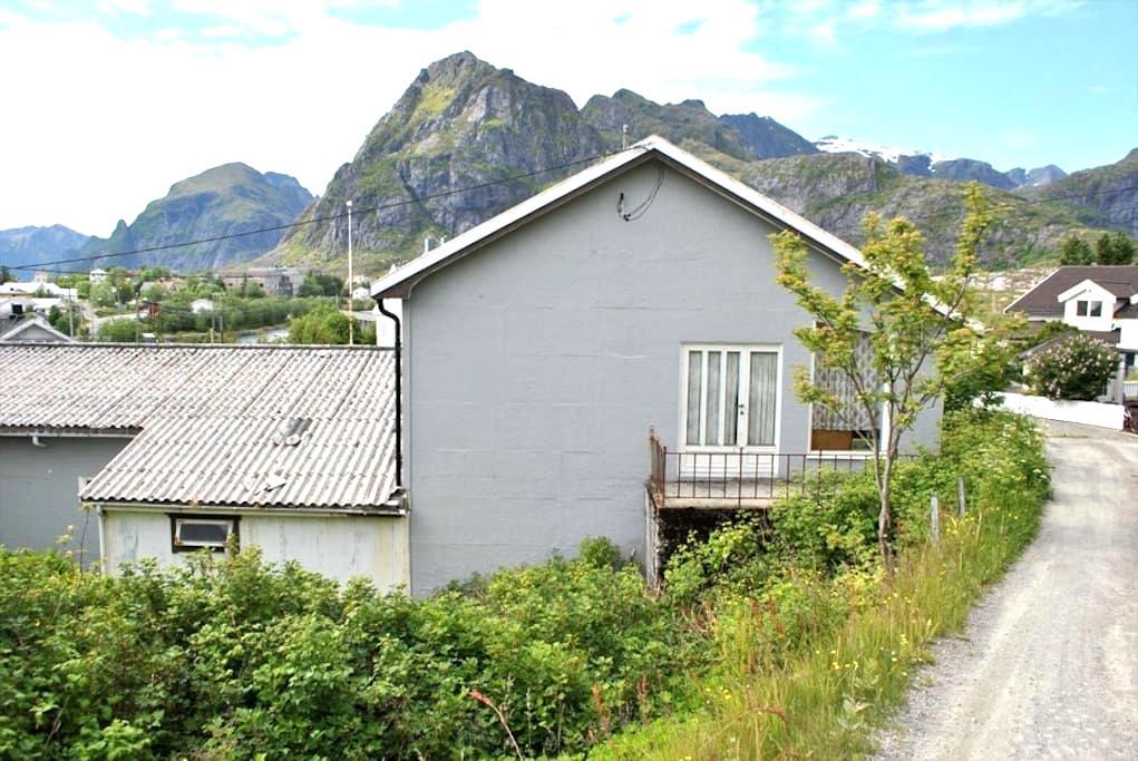 Weird bed nr. 4 in weird room nr. 4 in weird house - Sørvågen - Casa