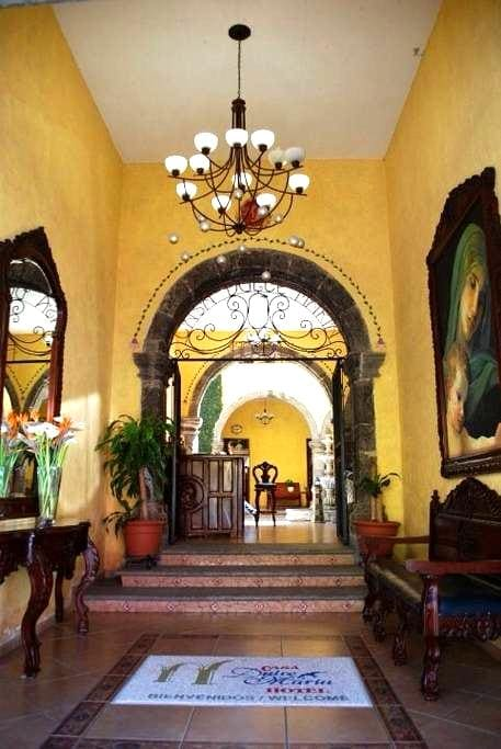 HOTEL TEQUILA, HABITACION PRIVADA - Tequila - Inny