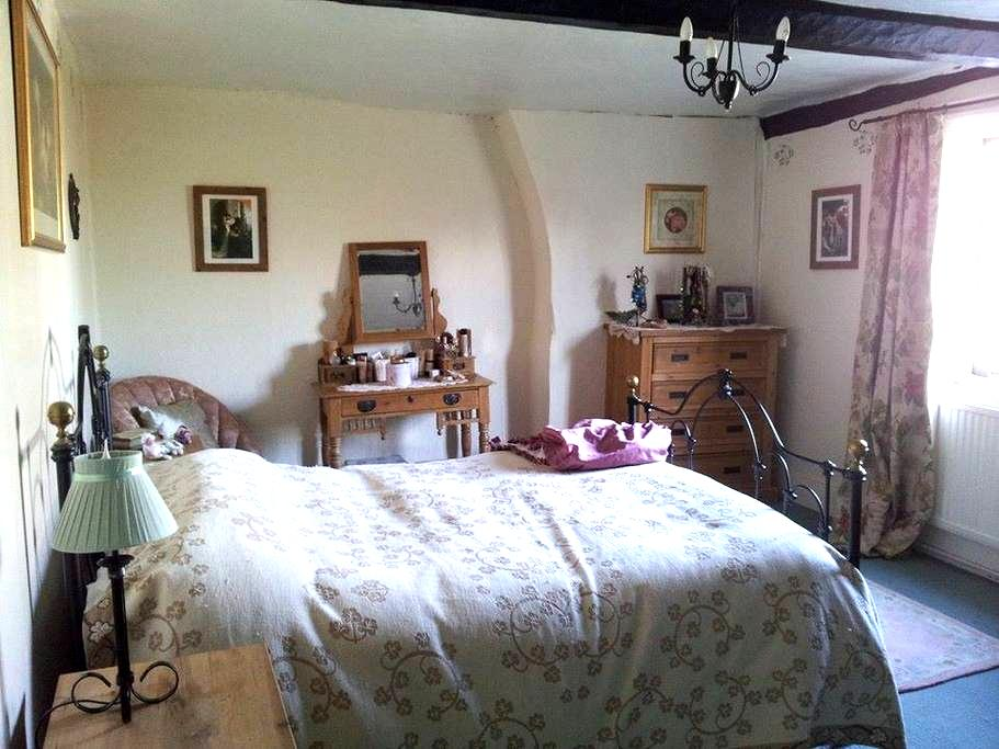 Gorgeous Room in Listed Buliding! - Bromham - Huis