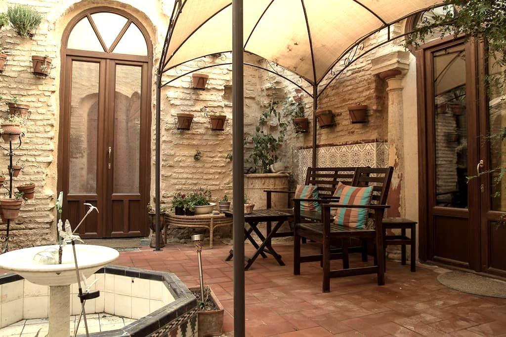 Studio in medieval house, WIFI,pr.bath,kitchenette - Cordova - Rumah