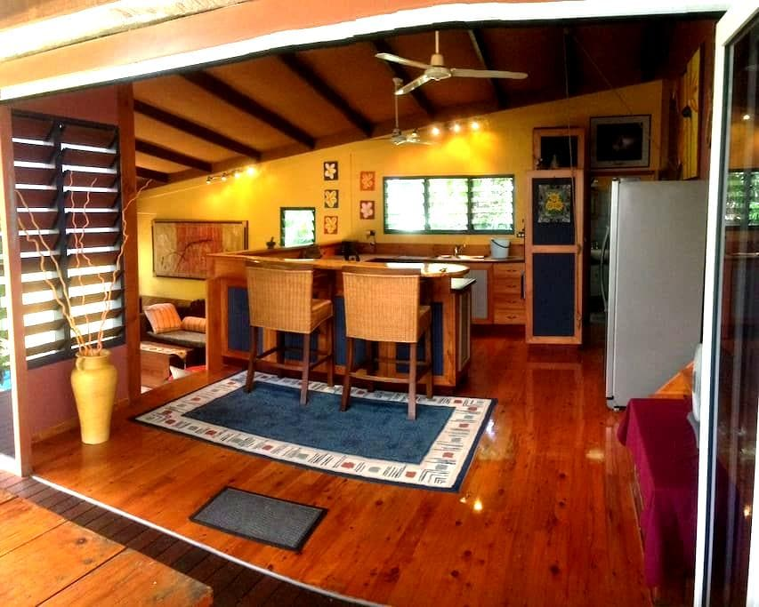 Tropical modern house in Tiwi - Tiwi - House