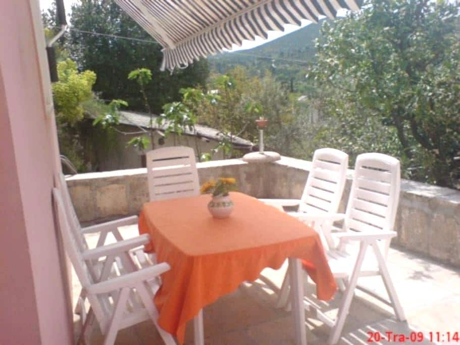 Peaceful apartment  50m from beach - Cavtat - House