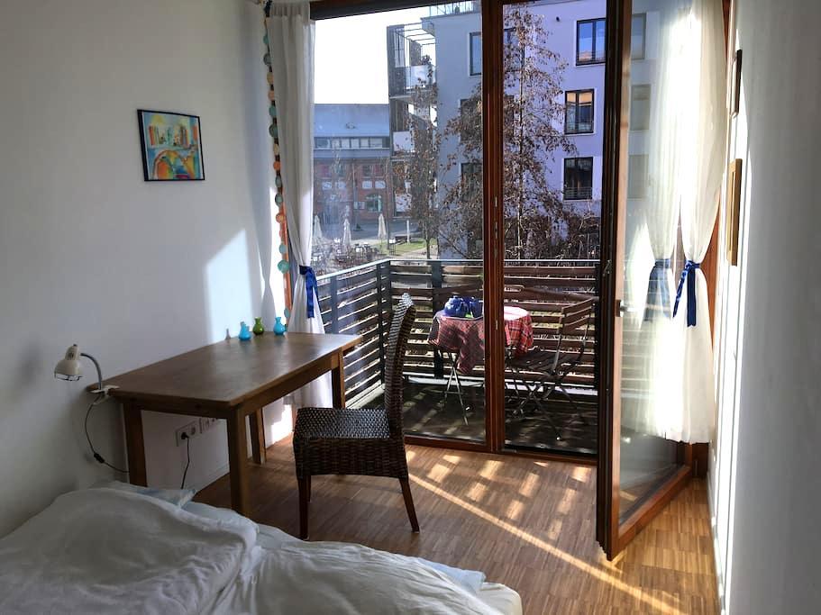 Schönes Zimmer mit Balkon im Mühlenviertel - Tübingen - Flat