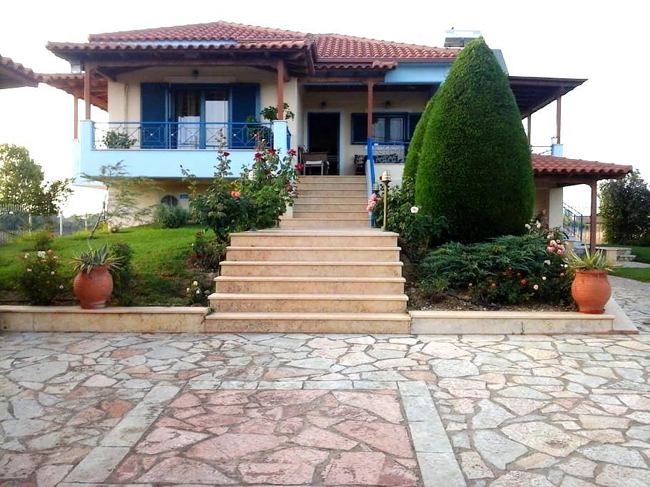 Labros Villa - Palouki - Pension