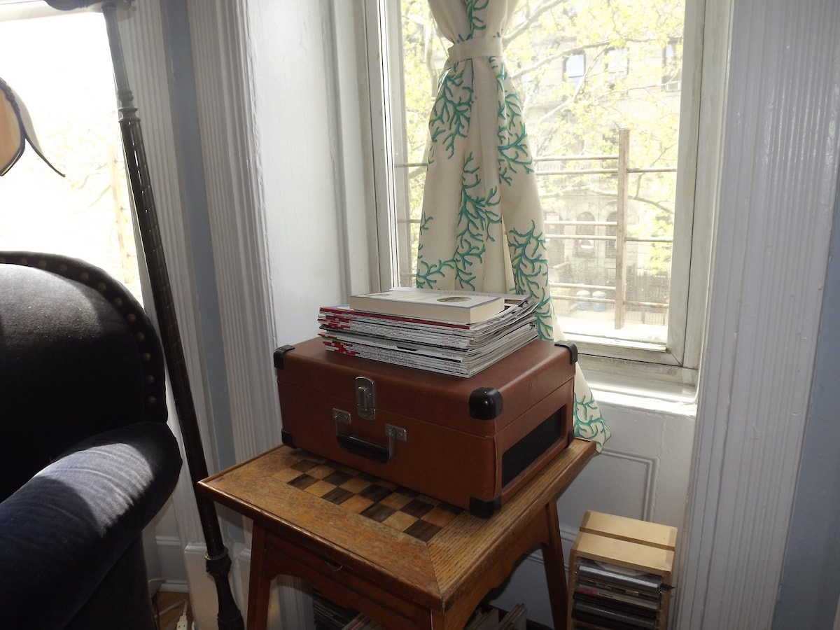 Living room: Record player and chess table