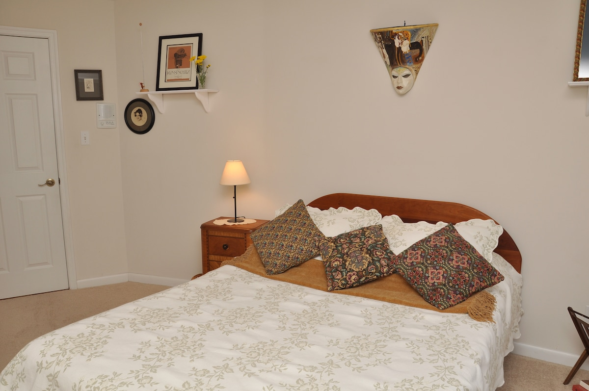 Stay in a Round House close to DC!
