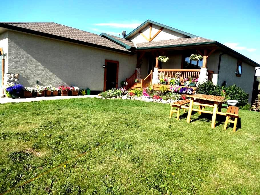 Country Mountain View Suite - Cochrane - Bungalow