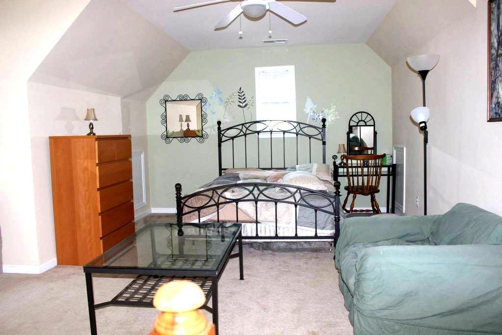 Amazing One bedroom - Triangle - 独立屋