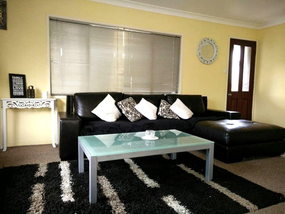DISCOUNTS 4 March -10min to Airport - Murarrie - บ้าน