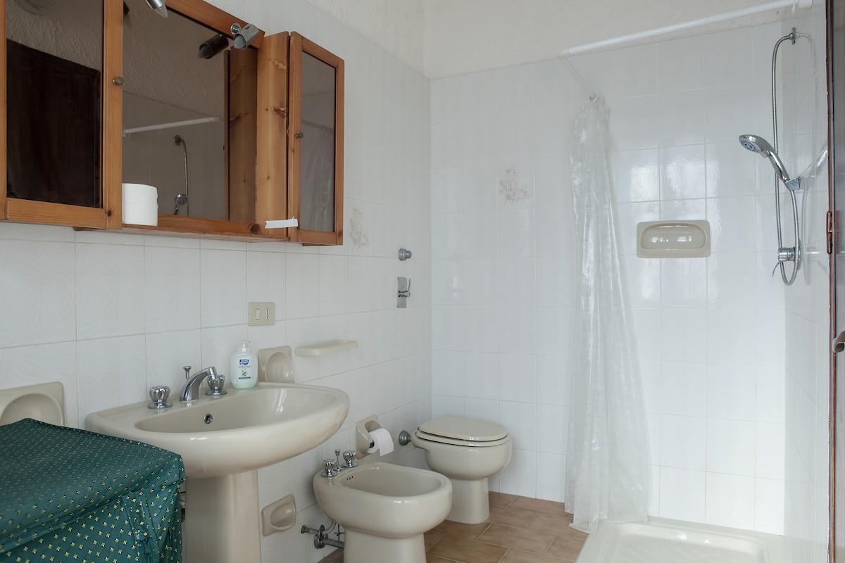 Bagno privato per gli ospiti con box doccia