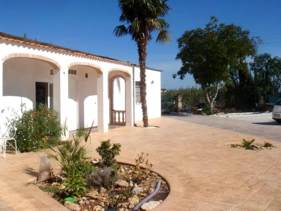 Rural home in village location - Valencia - Hytte (i sveitsisk stil)