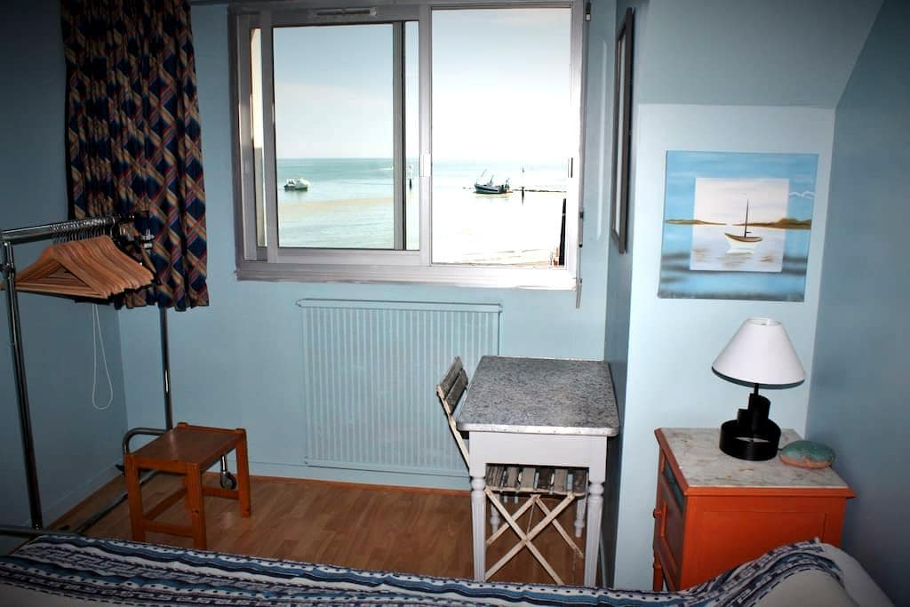 By the sea, the harbour and the town center - Grandcamp-Maisy - Apartamento