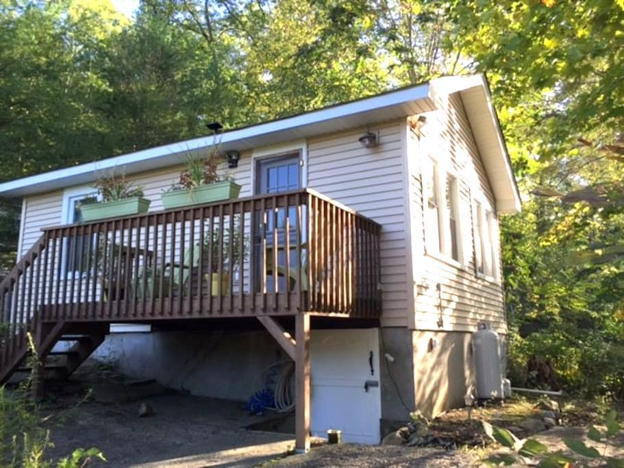 Cozy Private Cabin - Greenwood Lake