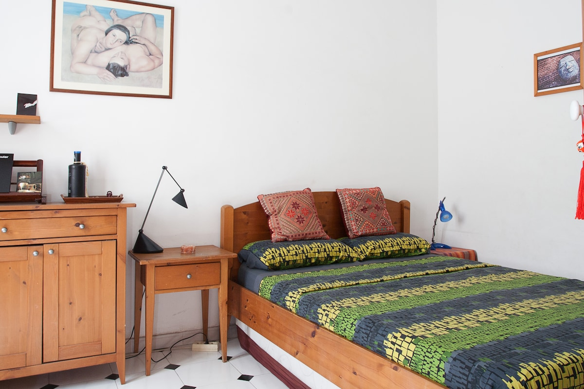 If you are 3 people coming together, family or friends, the single bed is attached in the same room ;-)