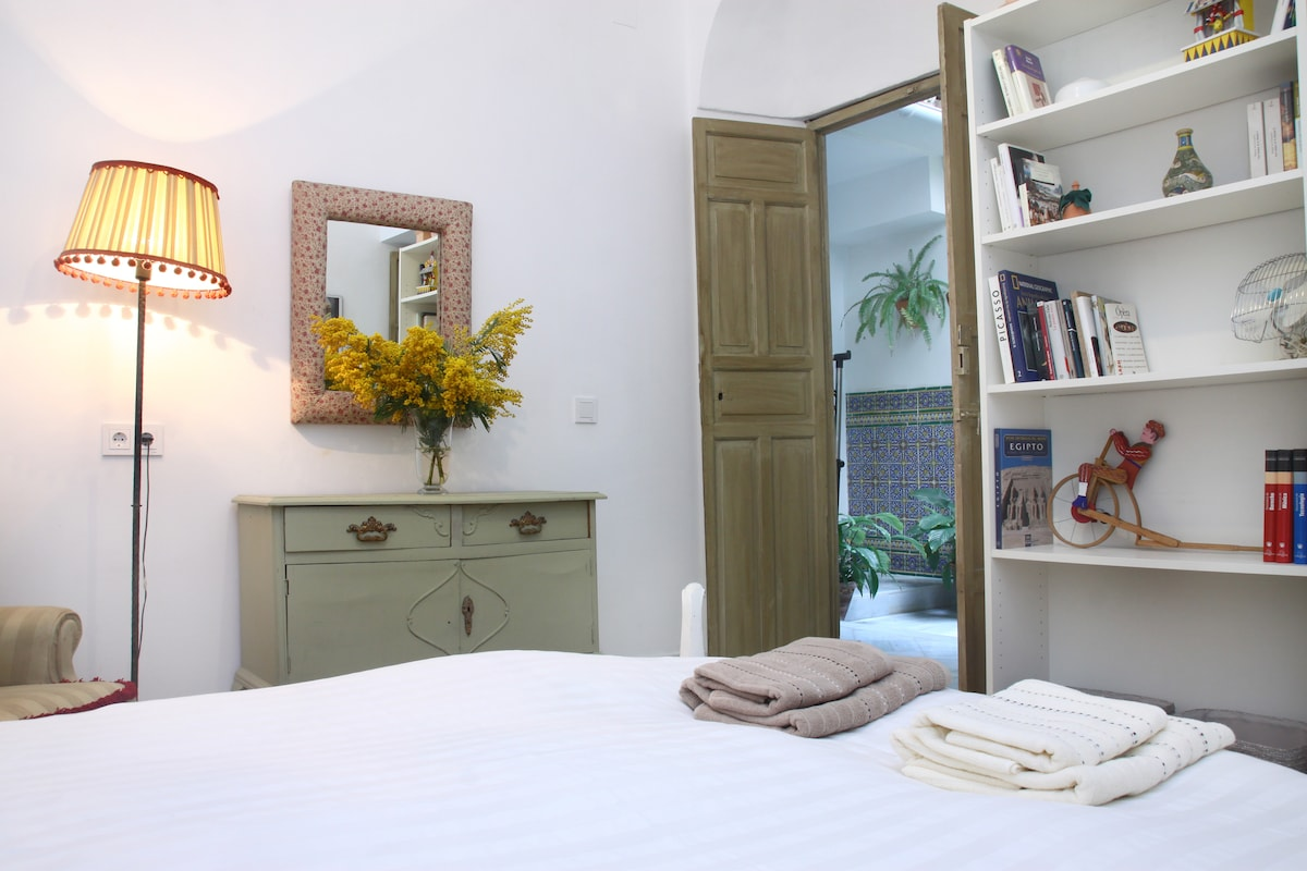 Courtyard room, tradition and peace