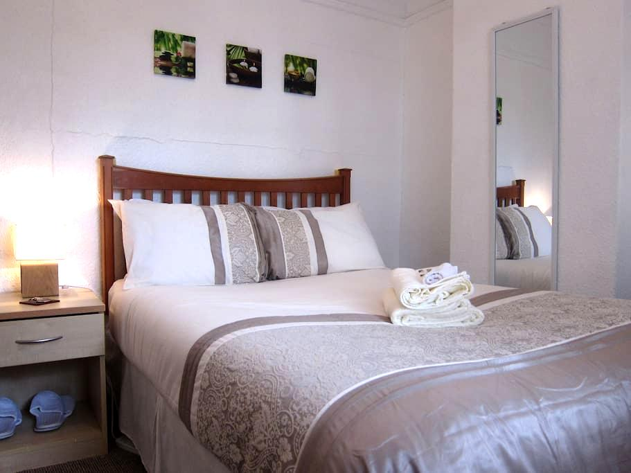 Bright Double Bedroom in Newcastle, UK! - Newcastle upon Tyne - House
