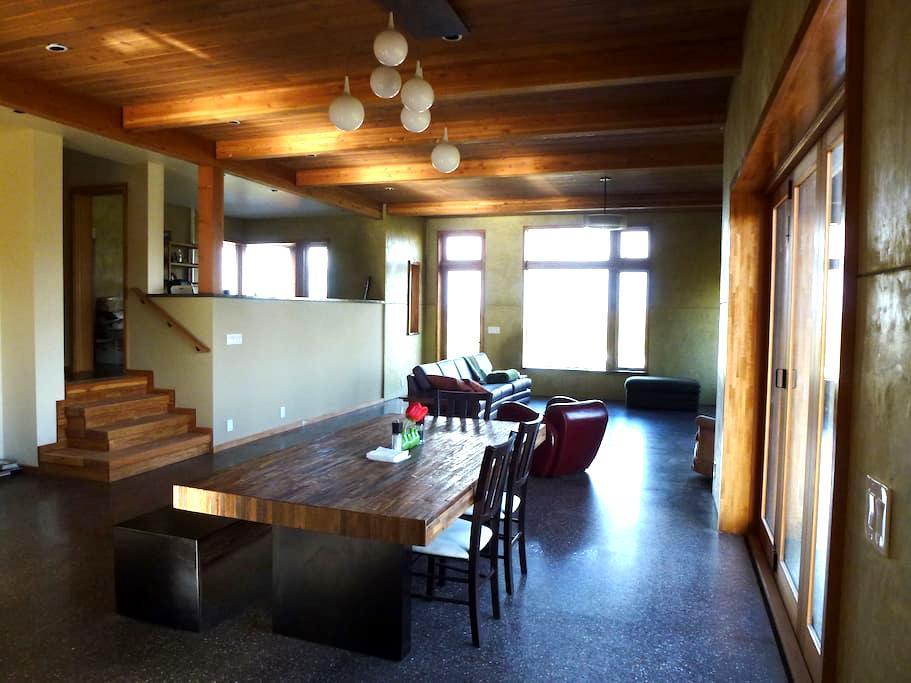 Modern House -Eco & Solar features - Pullman - Maison