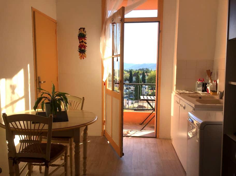 Appartement traversant de 70 m2 entrée du village - Le Luc