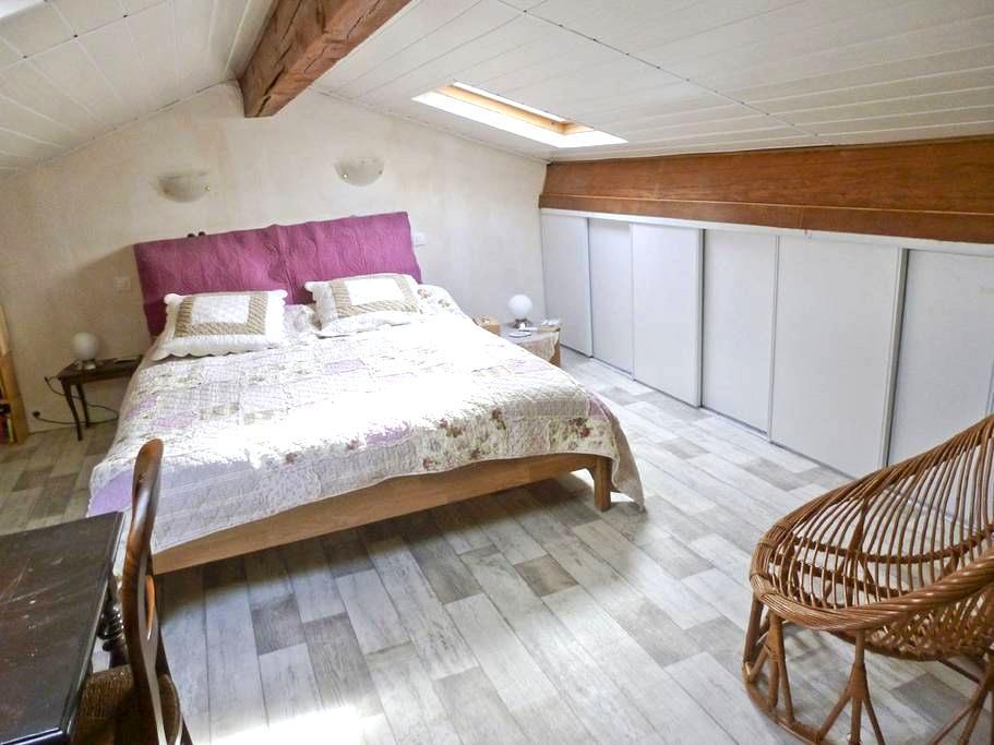 Chambre privée - cuisine et sd'eau - Cézac - House