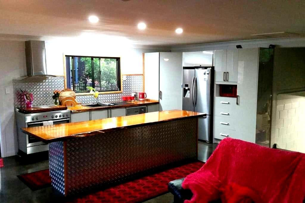 Fabulous Atmosphere Beautiful Home & Rooms - Yeppoon - Hus