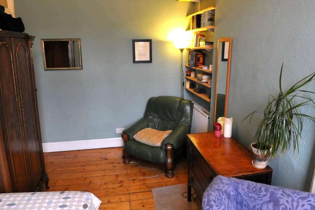 One of the rooms in Zeb's flat - Edinburgh - Daire