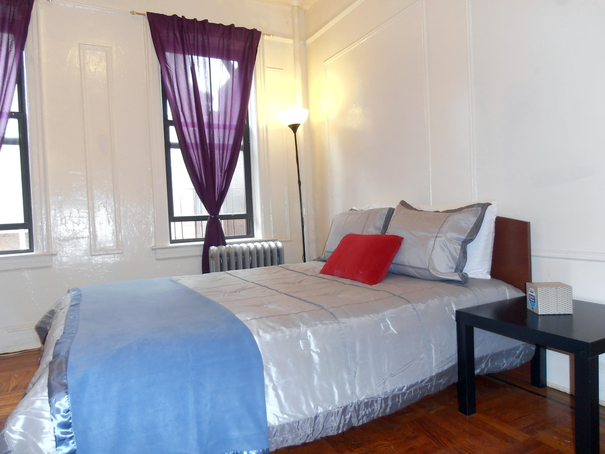 1 BR Roomy SUNNY 15 Min to Times Sq