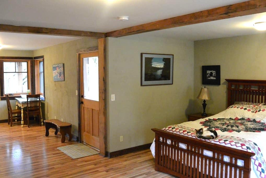 Riverfront Timber Frame Studio Apt - Hood River - Apartamento