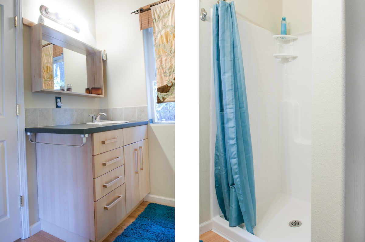 Privat bathroom with washer and dryer.