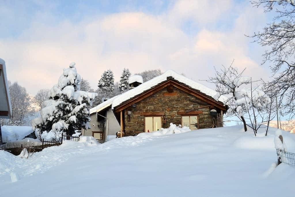 Winter on top of the Alps - Mezzenile - Rumah