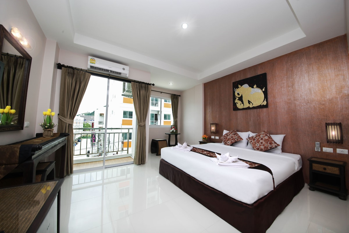 Great room in Patong close to fun!!