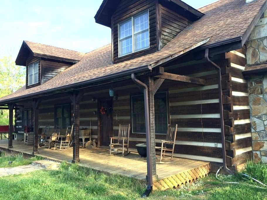 Collier's Rustic Log Home - Rural Hall - Talo
