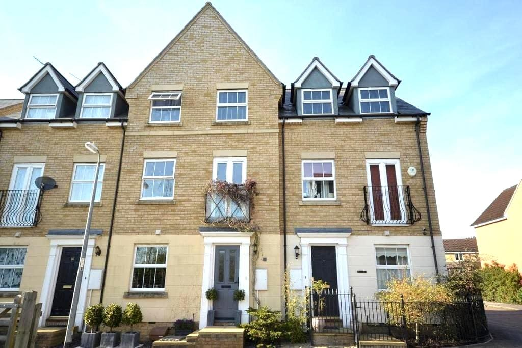 Single bedroom 5mins away from Stansted Airport - Takeley - 獨棟