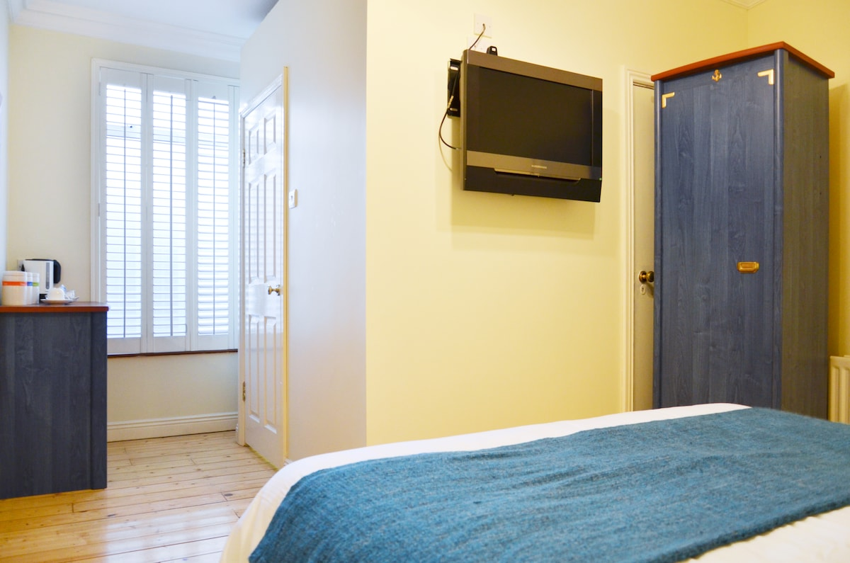 Dublin City Suburb - Double Room