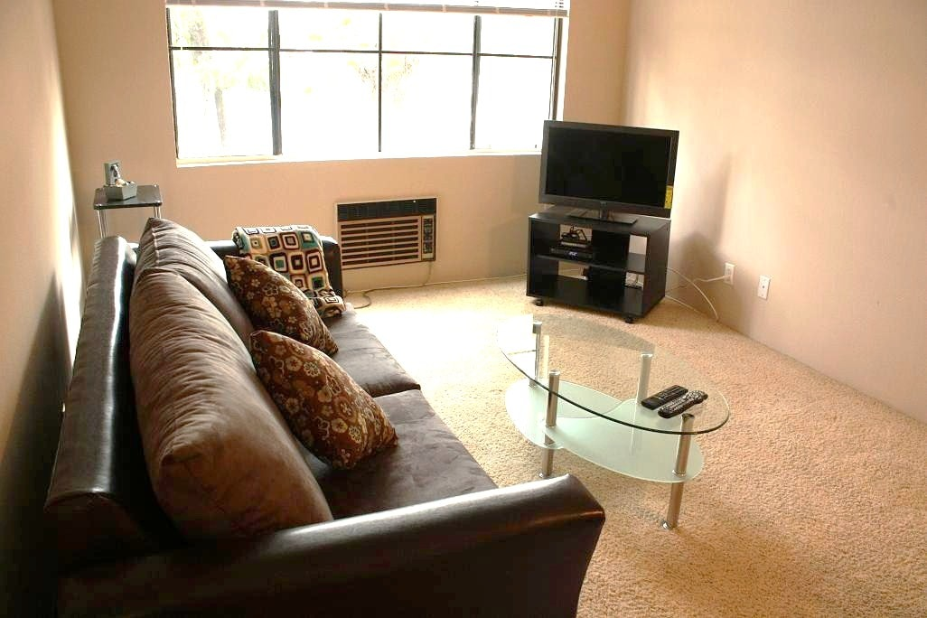 Hollywood HOTSPOT-2 Rooms- Walkable