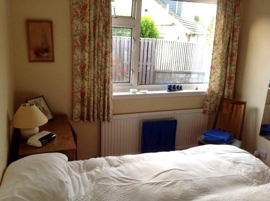 St Andrews, comfortable room. - Saint Andrews