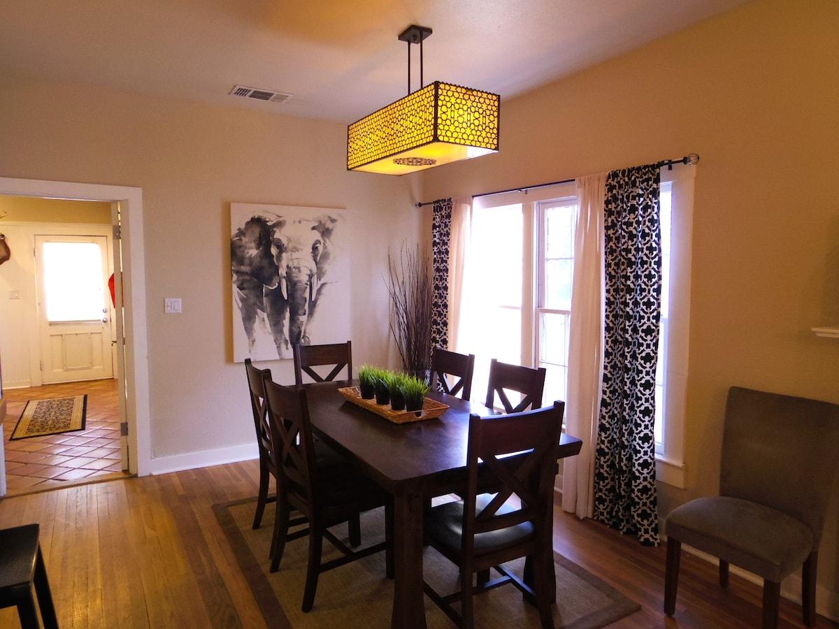 Open dining room seats 6. New light fixture.
