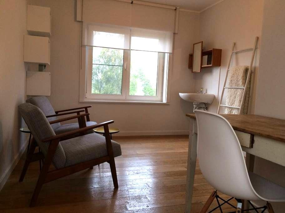 Spacious room with large garden near Brugge - Torhout - 단독주택
