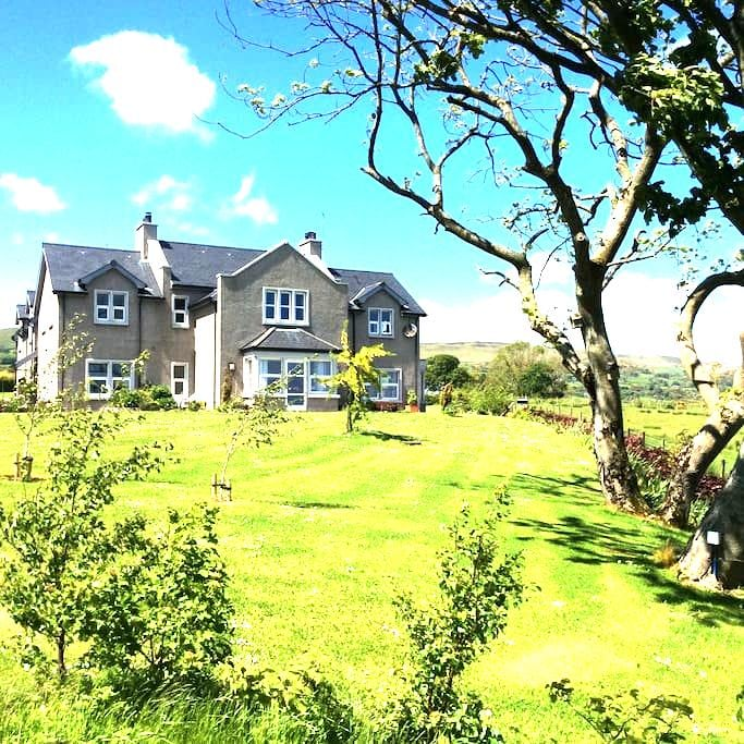 B & B on Causeway Coastal Route - Ballygally - Bed & Breakfast