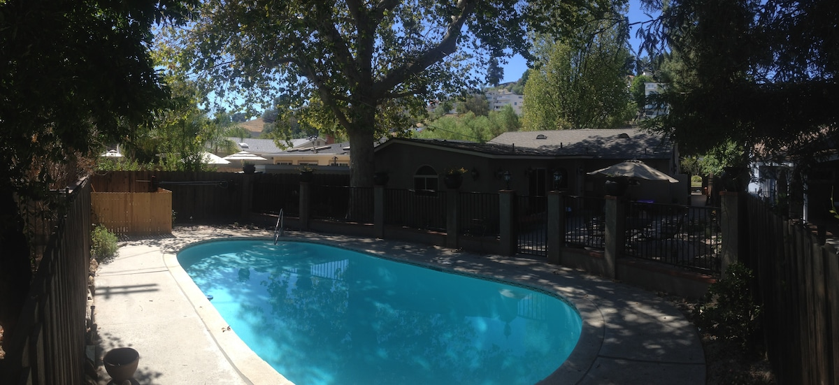 Lovely pool home in Woodland Hills!