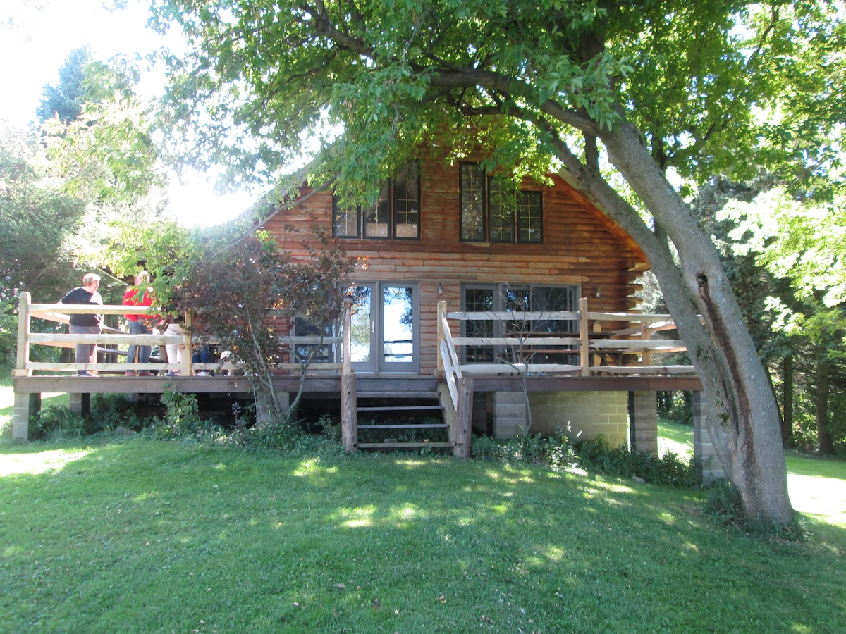Beautiful Log Cabin on Lake Ontario